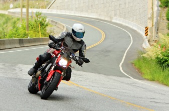 The Ducati Streetfighter: Hunting it's natural prey of twisties.
